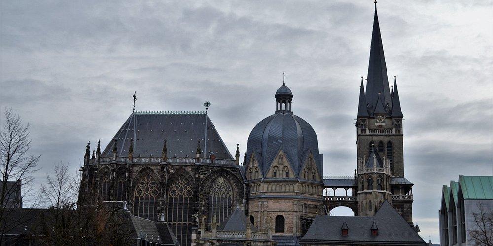 La catedral de Aquisgran, vista desde el antiguo ayuntameniento