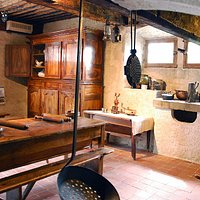 Cuisine reconstituée dans la maison Renaissance du musée du Bugey-Valromey