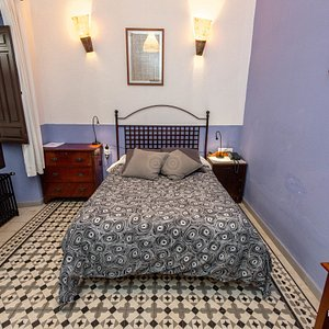 The Maceta Accessible Double Economic Room at the Casa de los Azulejos