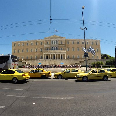 Экскурсии по Афинам на русском языке;  1 - Пл. Синтагма смена караула