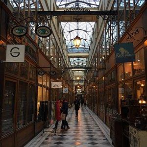 Passage du Grand Cerf, quartier Montorgueil, très belle verrière et nombreuses boutiques d'artis