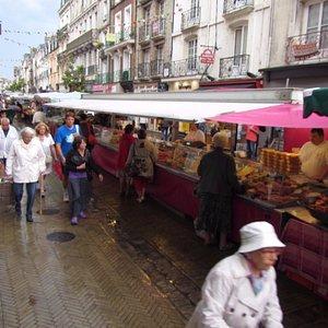 marché côté grande rue