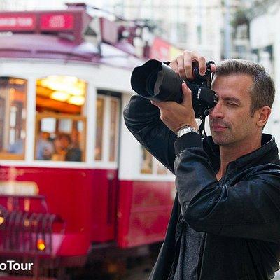 Photographer traveling in Lisbon. Photo copyright: Lisbon Photo Tour