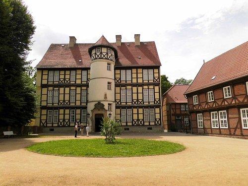 Mitte Museum, rechts Elternhaus J. v. Westphalen