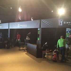 Inside Fore Golf Entertainment