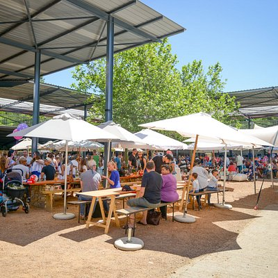 Our market is set on the beautiful Lourensford estate, at the foot of the Helderberg mountain.