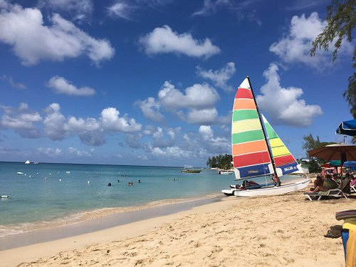 Calm waters, beautiful sunsets, public parking across the road. Water sports and Mullins beach b