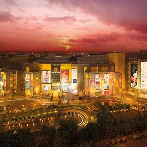 5 shopping zones. 330 brands. 7 floors of shopping & food. 75 F&B options. 7 PVR screens. 80 Kio