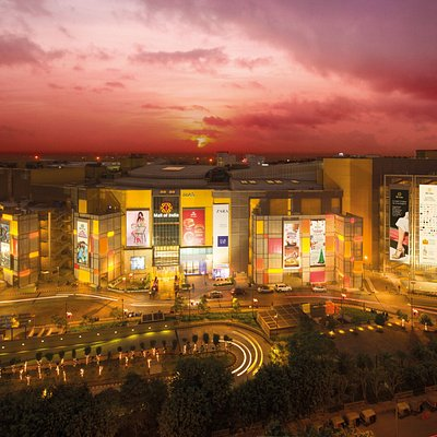 5 shopping zones. 330 brands. 7 floors of shopping & food. 75 F&B options. 7 PVR screens. 80 Kio