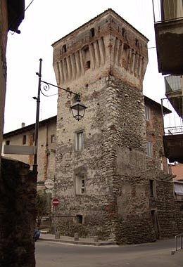 l TORRIONE DEL PRETORIO è una torre a pianta quadrata.