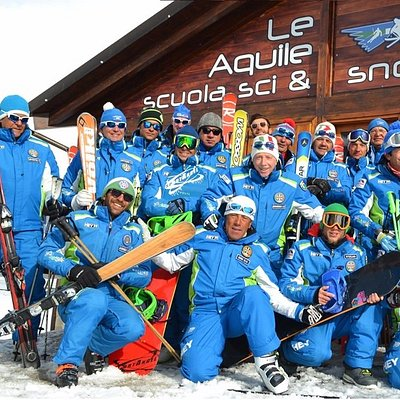 Foto di gruppo dei nostri maestri di sci e snowboard