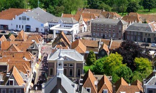 View in direction of the Markt, De Hoofdwacht and Albert Heijn...