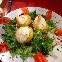 Salad de chévre chaud.