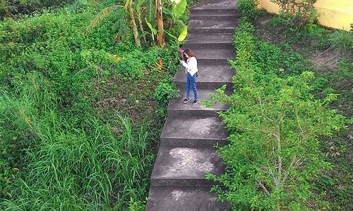 Stairs down to Tien Sa Lighthouse