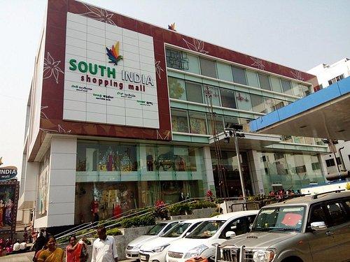A textile mall in the Jagadambal centre