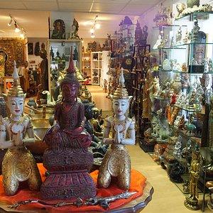 die Fülle an Buddhafiguren erschägt einem schier, sind aber wenig Leute dort