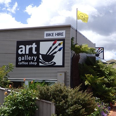 Entering from LAunceston over the Sideling Range you will reach Scottsdale Art Gallery Cafe