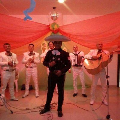 Mariachi son azteca  Somos la mejor opción para tus eventos dentro y fuera de la ciudad servicio