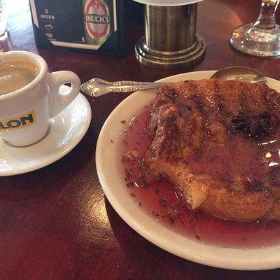 Café cubano e uma sobremesa típica...