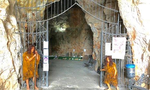 Cueva de Benidoleig, hartelijk welkom