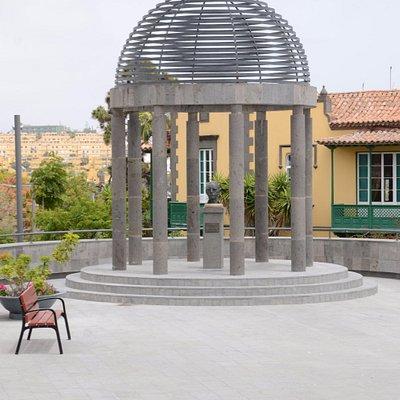Pomnik malarza Guillermo Sureda Arbelo