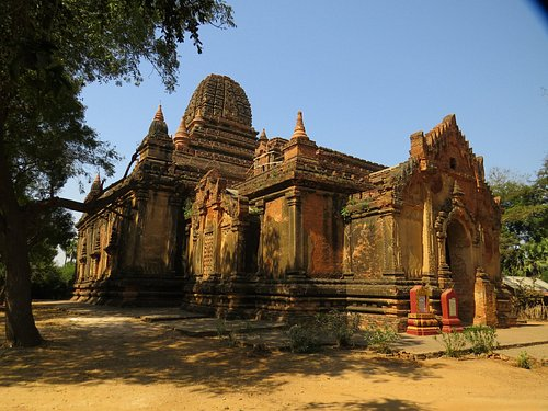 Nice setting of Gubyauknge temple