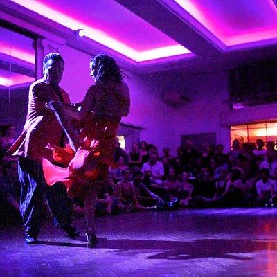 Los representantes mas importantes del tango bailan en La Bicicleta