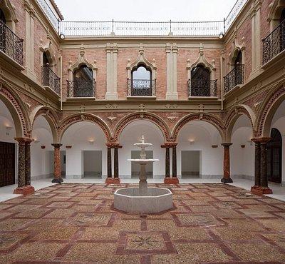 Uno de los patios del palacio
