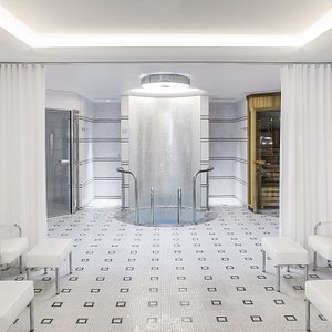 A steam room, sauna, plunge pool and an ice shower available for all hotel guests to enjoy
