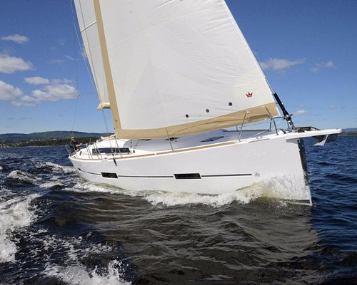 Deluxe 42 feet Sailing Yacht