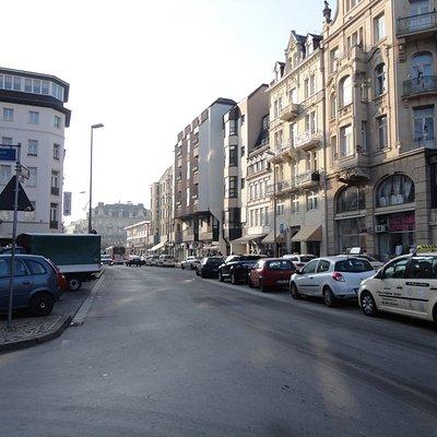 クランツプラッツの中心。左手に歴史的な建物のホテル、シュバルツァー・ボックがあります