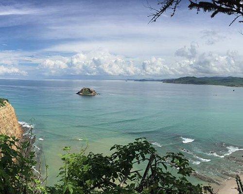 Vista desde el sendero hacia playa Los Frailes