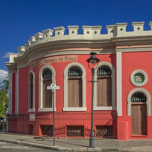 Exterior side view of the Museum of the History of Ponce