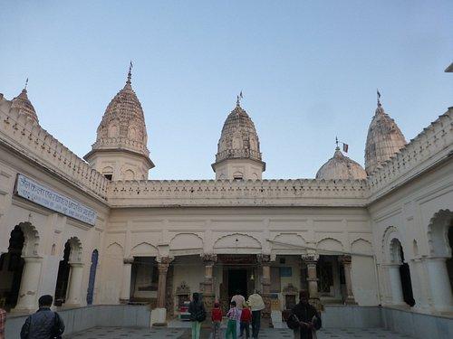 寺廟內部中庭