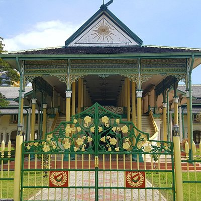 Balai Besar is located opposite across the street from the Zahir Mosque in Alor Setar city