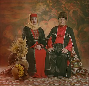 Photostudio in Armenia, making unique photosessions in Armenian traditional and retro costumes.