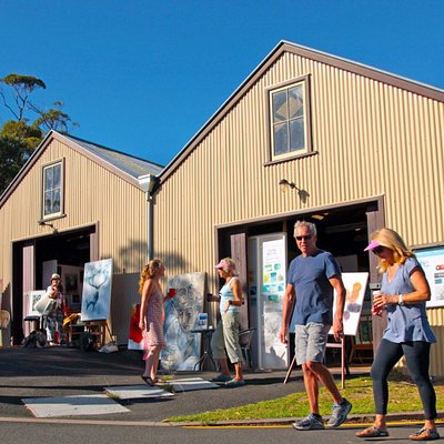 Visit the Artist Precinct, join in an art class at one of the 3 art schools, catch up with frien