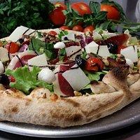 Saturnin: Pizza à la crème de cèpes, magret fumé...