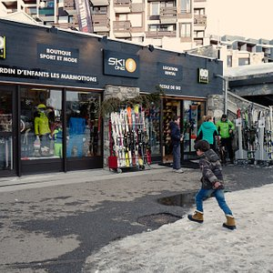 Skione Tignes - Location de ski , Cours de ski Tignes, jardin d'enfants