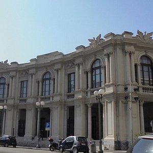 Prospetto su piazza Antonello