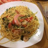 Spaghetti al mais, gamberi zucchine e pomodorini