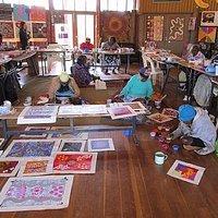 Minyma Tjuta nyinanyi - many women painting at Walkatjara