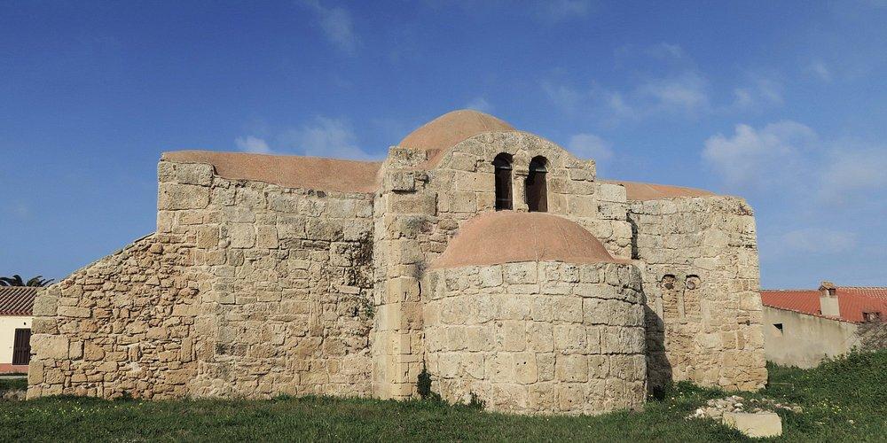 San Giovanni in Sinis. Esterno (visibile la bifora oggi murata)