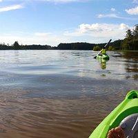 una de las mejores opciones para recorrerlo : Kayaking
