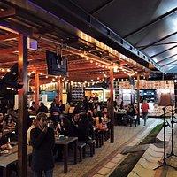 Un gran ambiente tuvimos musica en vivo, la comida deliciosa, el parqueadero muy seguro.