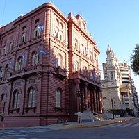 Palacio Municipal y Catefral al fondo