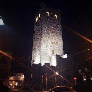 Torre de san Antonio de noche