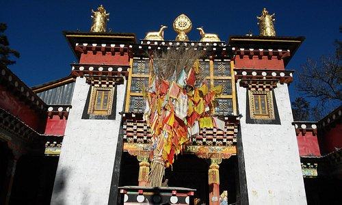 Ringha Dabao temple, entrance to main hall
