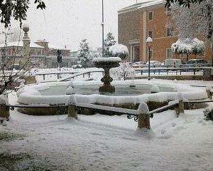 Fontana Livio De Carolis in Piazza Madonna della Neve