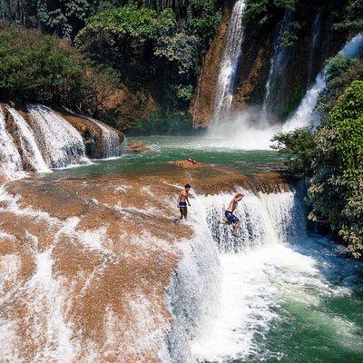 Many cliffs or waterfalls to jump at Dark Horse Falls